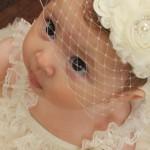 bebe cu nașa la botez